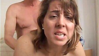 Mature amateur gets facialized