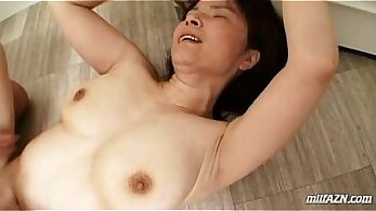 raven haired uk mature chick is getting cumshot over her hairy peachy pussy