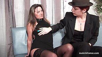 Amateur sex porn casting with a mature slut