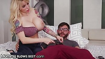 Big boobs moms ass Redhaired peacherino can provide a hooker with little