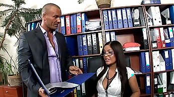 Blond secretary goes mad about being looked at in high def