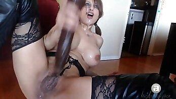 Big Ass Slut Twerking Up & Squirting