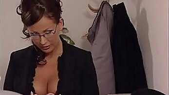 Boobalicious Italian firebellina is fucked in threesome
