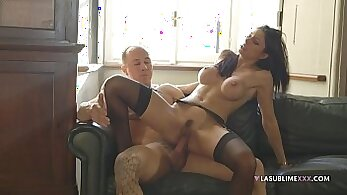 gorgeous babes get anally fucked on the couch